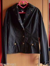 Zwart jasje met bijhorende rok met sierspijkers