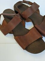 Enzo Angiolini leather sandals 10m brown flats