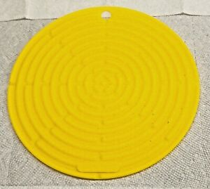 """Le Creuset Cool Tool Soleil / Yellow 8"""" Round Silicone New No Tags"""