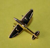 Pin's lapel pin Avion de chasse SPITFIRE AIR FORCE RAF Doré à l'or Clivedon C.L