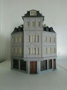38390 Kibri HO Kit of a Corner terrace house of fashion built kit see descriptio