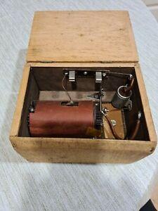 Alte antik  Funkeninduktor Hochspannung mit Holzbox