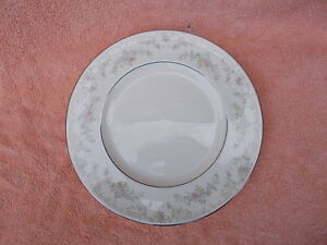 Royal Doulton DIANA Romance collection. Dinner Plate.  Diameter 10 1/2 inches