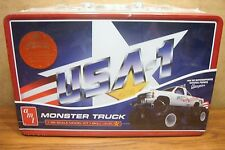 AMT USA-1 MONSTER TRUCK 1/25 SCALE MODEL KIT with COLLECTIBLE METAL LUNCH BOX