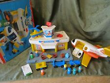 Fisher Price Little People Play Family jetport Airport 2505 933 C luggage plane