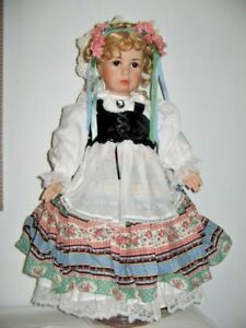 Gretchen Swiss Miss Collector Doll w Certificate No. 444 By Linda Lee Sutton