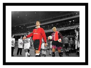 Manchester United Legends Cantona and Schmeichel Spot Colour Memorabilia (SP244)