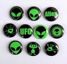 10 GREEN ALIENS Pinback Buttons Badges 1 inch UFO Sci-Fi