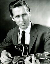 Chet Atkins 8x10 photo Q5376