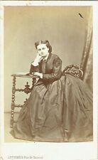 Photo cdv : Levitsky ; Jeune femme accoudée en pose , vers 1865