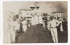 CARTE PHOTO ANCIENNE Groupe ROYAN Château de sable Concours Plage Vers 1920