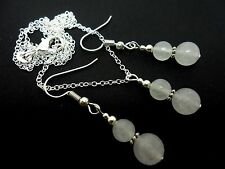 A PRETTY OPAQUE WHITE JADE  BEAD NECKLACE AND  EARRING SET. NEW.