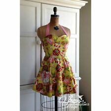"THE HANDMAIDEN'S COTTAGE ""JEZEBELLE REVERSIBLE APRON"" Sewing Pattern"