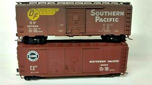 HO Scale (2) Athearn and Accurail Southern Pacific 40' Box Cars, Kadee Couplers