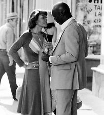 Dionne Warwick and Isaac Hayes UNSIGNED photo - 6953 -  The Rockford Files