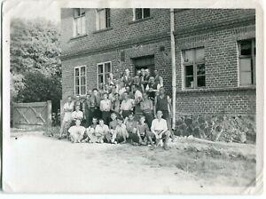 Orig. Foto DANZIG /GDANSK Jungen/Männer-Gruppe Backsteingebäude 20/30erJa.