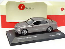 J Collection 1/43 - Toyota Crown Saloon G 2005 Grise