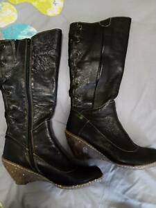 Ladies El Naturalista black leather boots size 9.5 41