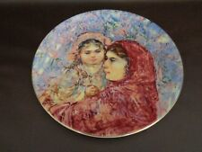 Royal Doulton 1977 Collector Plate Lucia and Child by Edna Hibel (Cat.#12B013)