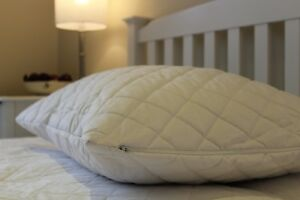 """Zipped Super King Size Quilted Polycotton Pillow Protectors 20"""" x 36"""" - 1 Pair"""