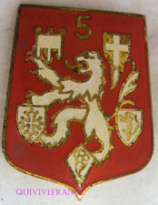 IN12502 - INSIGNE 5° Région Militaire, rouge vif, dos guilloché, 2 anneaux