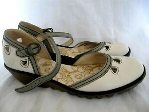 WOMENS / LADIES LEATHER SANDALS / SHOES by FLY ( LONDON ) UK 6  EU 39