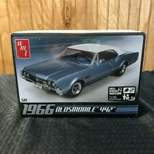AMT 1966 Oldsmobile 442 NEW Factory Sealed Cutlass AMT-689 Muscle Car 1/25