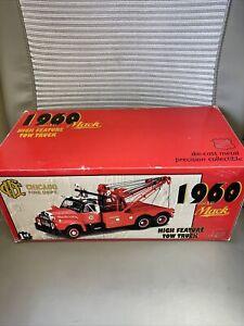 """1997 First Gear-"""" CHICAGO FIRE DEPT """" Mack 1960 B-61 High Feature Tow Truck 1:25"""