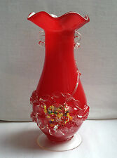 Vintage Footed MURANO vase en Ruby Red/White Overlay millifiori