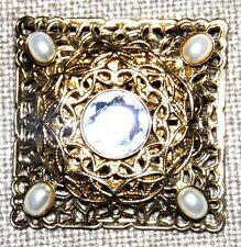 VINTAGE STUNNING GOLD TONE FACETED CRYSTAL FAUX PEARL PIN BROOCH