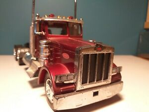 NEW-RAY  PETERBILT TRACTOR UNIT, 1/32 scale