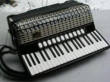 schönes schwarzes Akkordeon Hohner Atlantic 4 N de Luxe