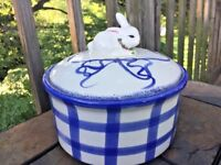 RABBIT BUNNY Primitive Crock Covered Casserole Dish Pot Blue Willow Stripe ❤️J8