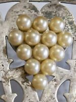 VINTAGE ART DECO DRESS CLIP LARGE CREAMY PEARL SET IN GEOMETRIC TRIANGLE SHAPE