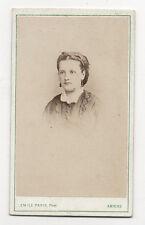 CDV - PHOTO - FEMME AUX BOUCLES OREILLES - EMILE PARIS à Amiens - Vers 1880.