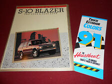 1991 CHEVY S-10 BLAZER BROCHURE CATALOG + ORIG CHEVROLET TRUCK PAINT COLOR CHIPS