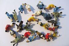 Lot 24 personnages assis HG décor train miniature diorama 1/87 HO