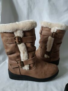 Softies Boots Faux Leather And  Faux Fur Lined Size 7