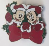 Disney Store - 12 Months of Magic Christmas Wreath - Mickey & Minnie Mouse Pin