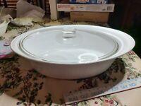 CORNING WARE French White Stoneware 4 Quart Oval Roaster Casserole Dish W Lid