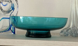 RETRO VINTAGE LOW WIDE BLUE GLASS MID CENTURY MODERN GLASS NUT BOWL