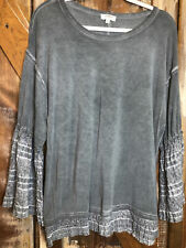 Umgee USA Layered Lace Bell Sleeve Top Sz M  Green