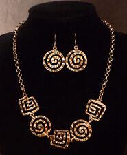 Roze-goud-zilverkleurige ketting met spiralen en oorbellen