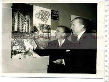Original Pressefoto: 1958 Soviet ambass. MALIK visits de Londres Architectural Exhib