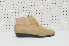 Size 9 Vintage Ladies Beige Desert Flat Hiking Suede Lace Up Ankle Boots