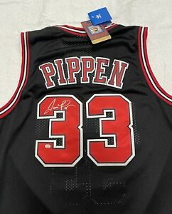 Scottie Pippen Signed CHICAGO BULLS NBA Red Home Jersey COA