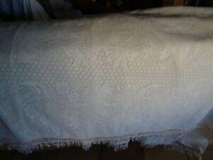 ans 50/60 dessus de lit ,de canapé blanc cassé