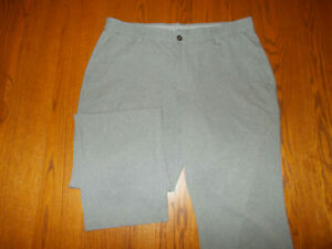 UNDER ARMOUR FLAT FRONT GRAY GOLF PANTS MENS 38X32 EXCELLENT CONDITIONI