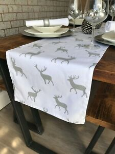 35 X 250CM CHRISTMAS TABLE RUNNER WHITE & SILVER STAGS - 8 SEATER