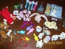 LOT OF ASSORTED EASTER ITEMS, OVER 70 PIECE, PINS, BUNNIES, RINGS, GRASS, PICKS
